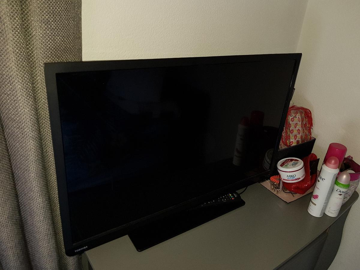 Toshiba TV with built in DVD player 32 inch