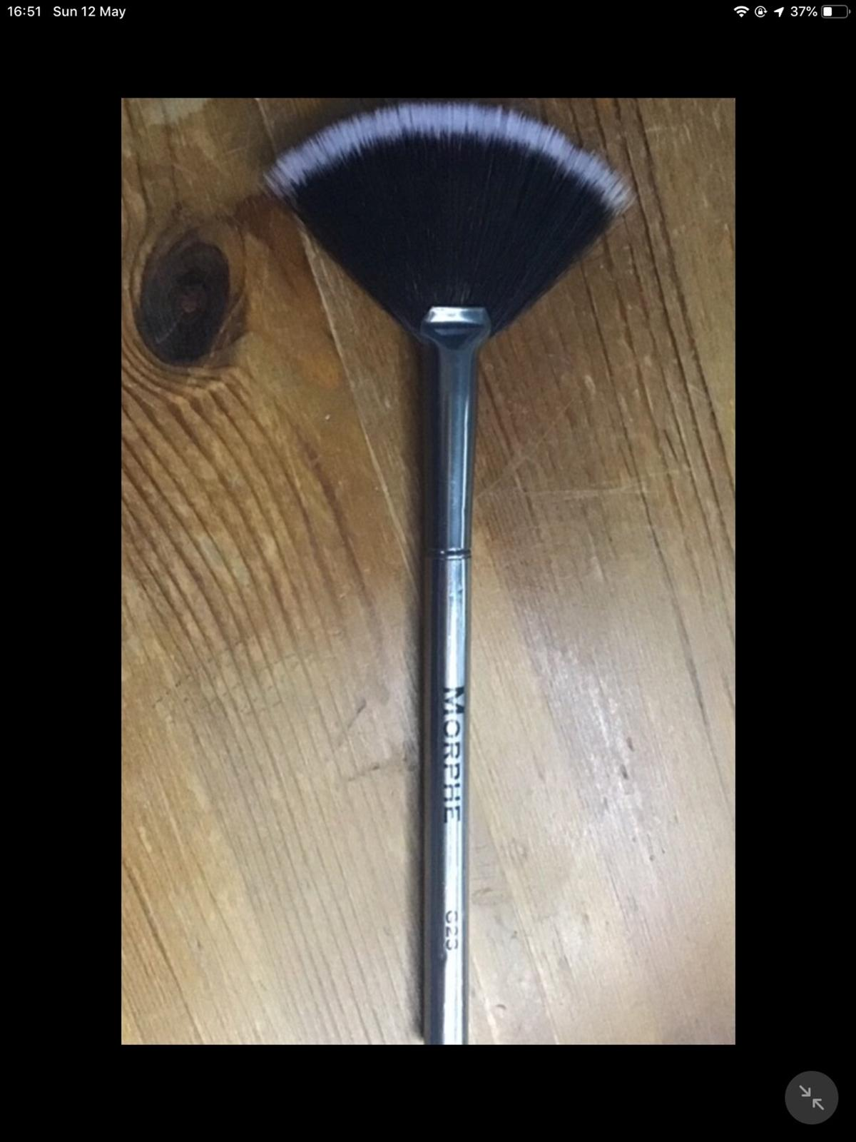 Morphe Fan Brush In Yo24 York For 5 00 For Sale Shpock A fan brush actually has a bunch of great (and easy) uses for many of your makeup products. shpock