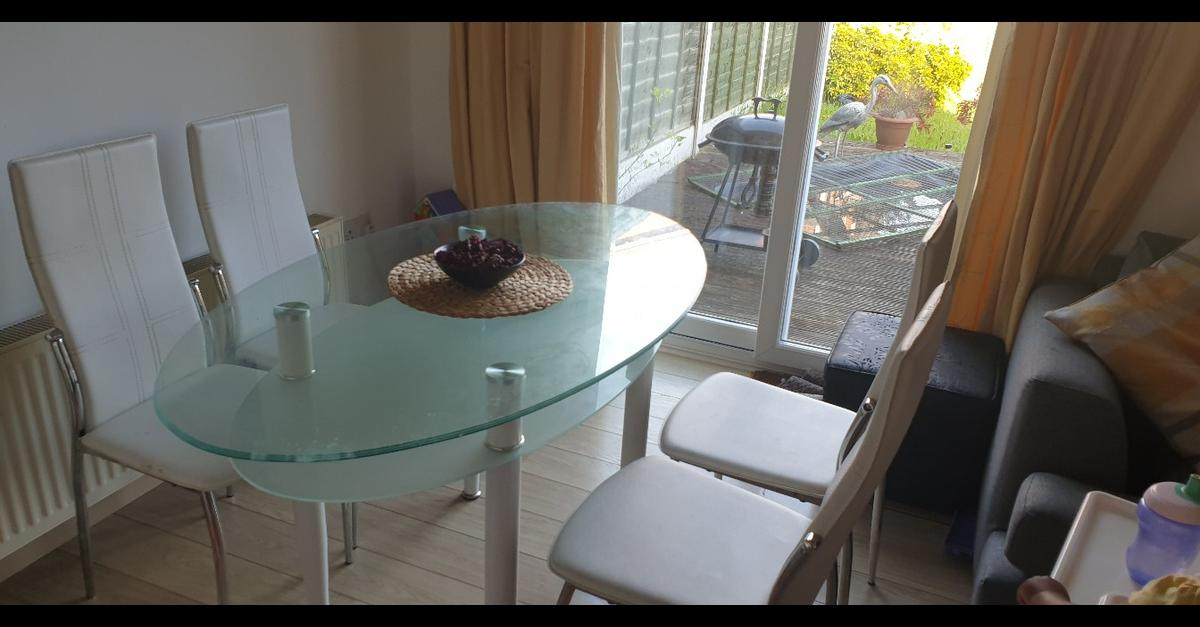Oval Glass Dining Table With 3 Chairs In B69 Sandwell For 25 00 For Sale Shpock