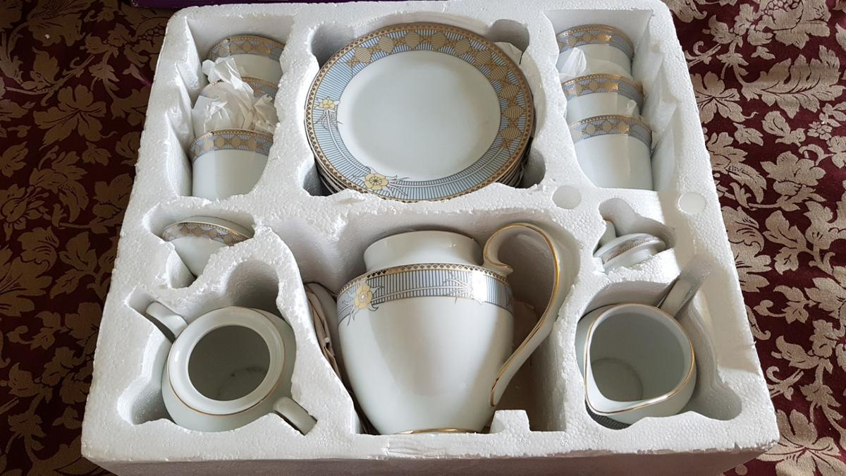 China Tea Service - NEW 21 piece matching set in SE18 Royal