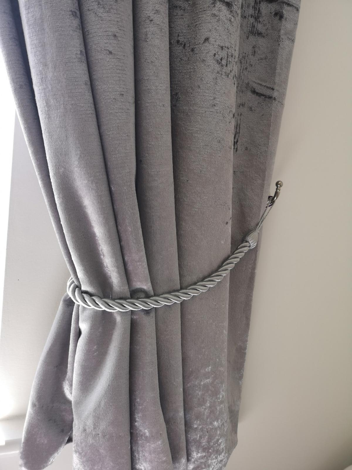 Silver Crushed Velvet Curtains In S70 Barnsley For 10 00 For Sale Shpock