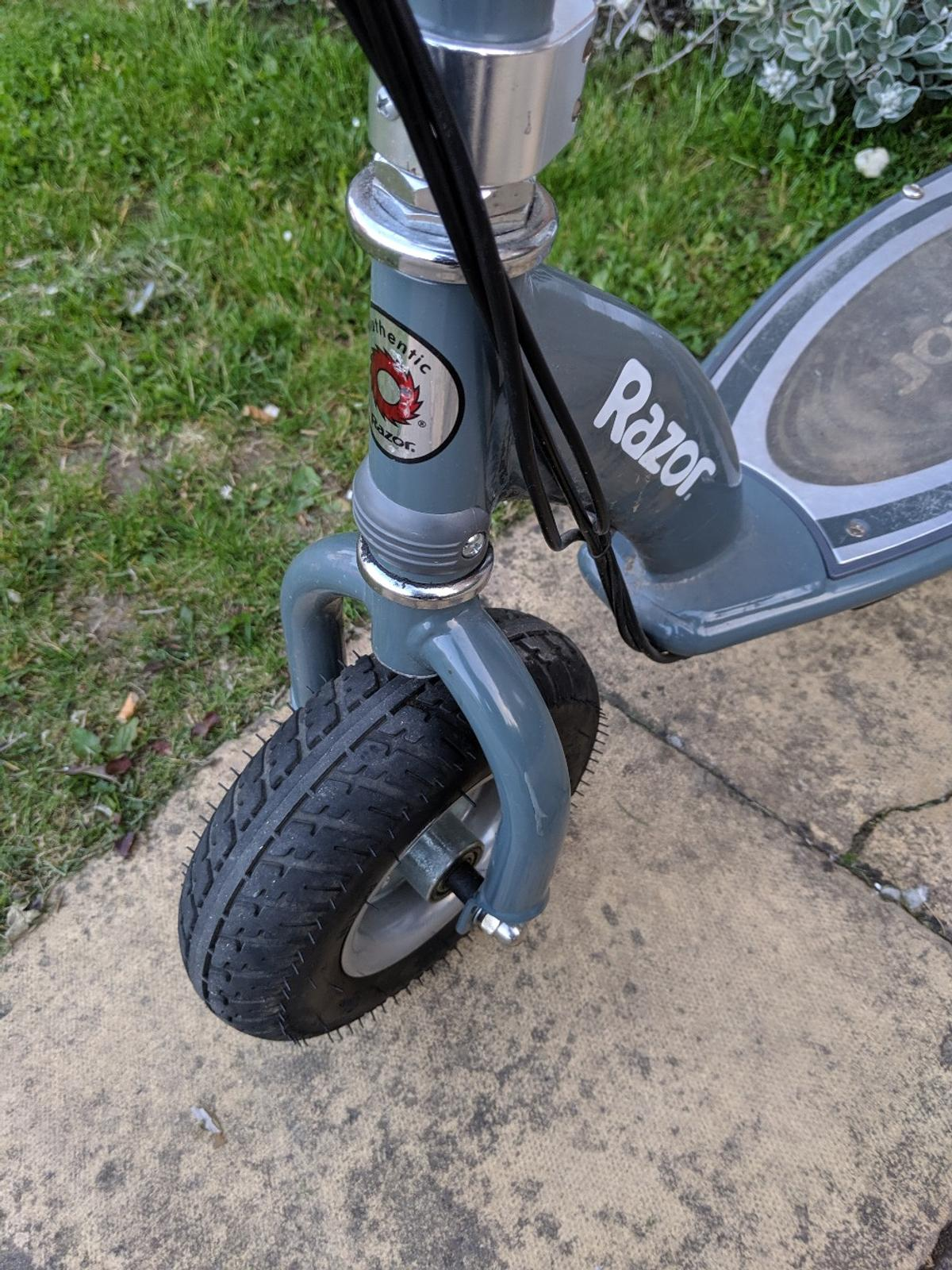 Razor e300 electric scooter in NW9 Brent for £130 00 for