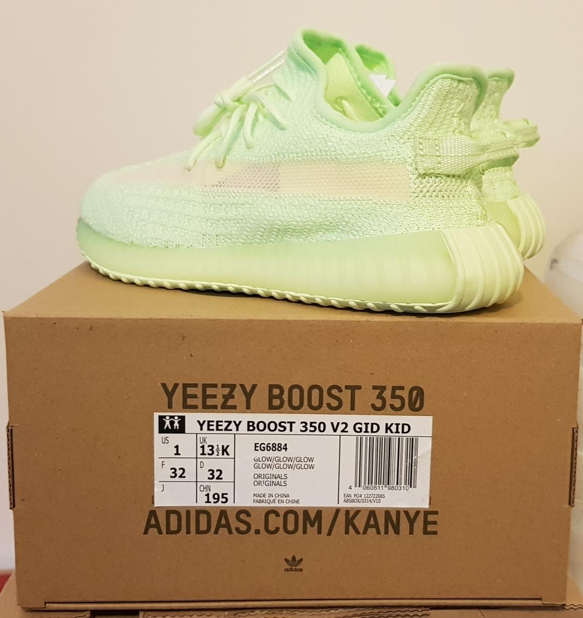 BEST FAKE GLOW IN THE DARK YEEZY 350 V2 REVIEW