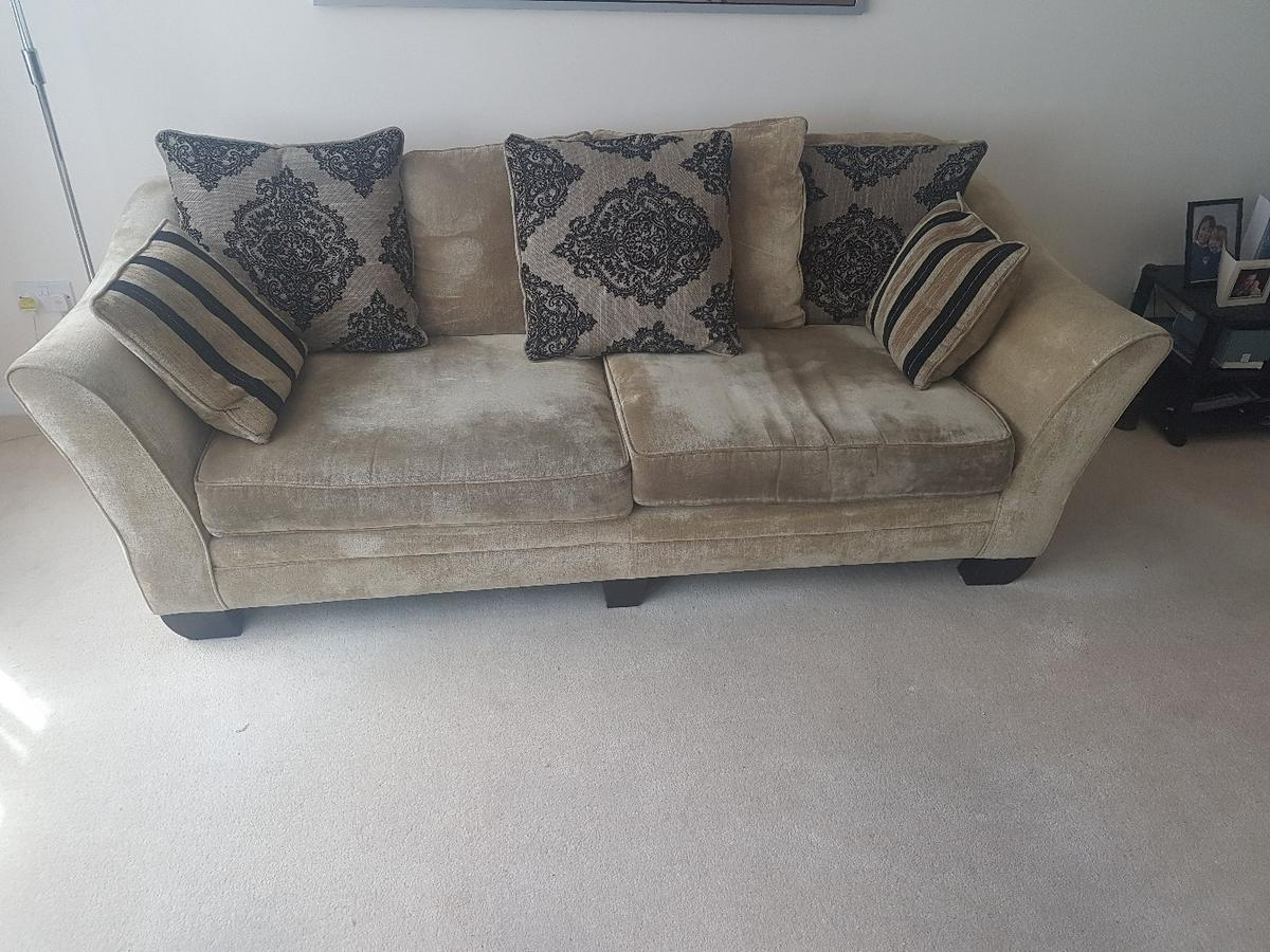 Beautiful 4 seater sofa for sale in KT12 Elmbridge for ...