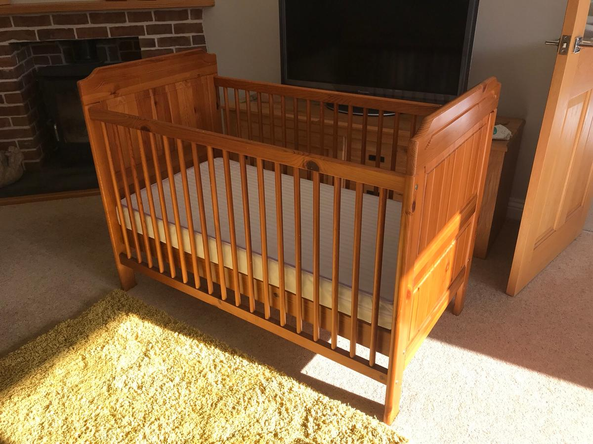 low priced 154e2 00ab0 Wooden cot with mattress