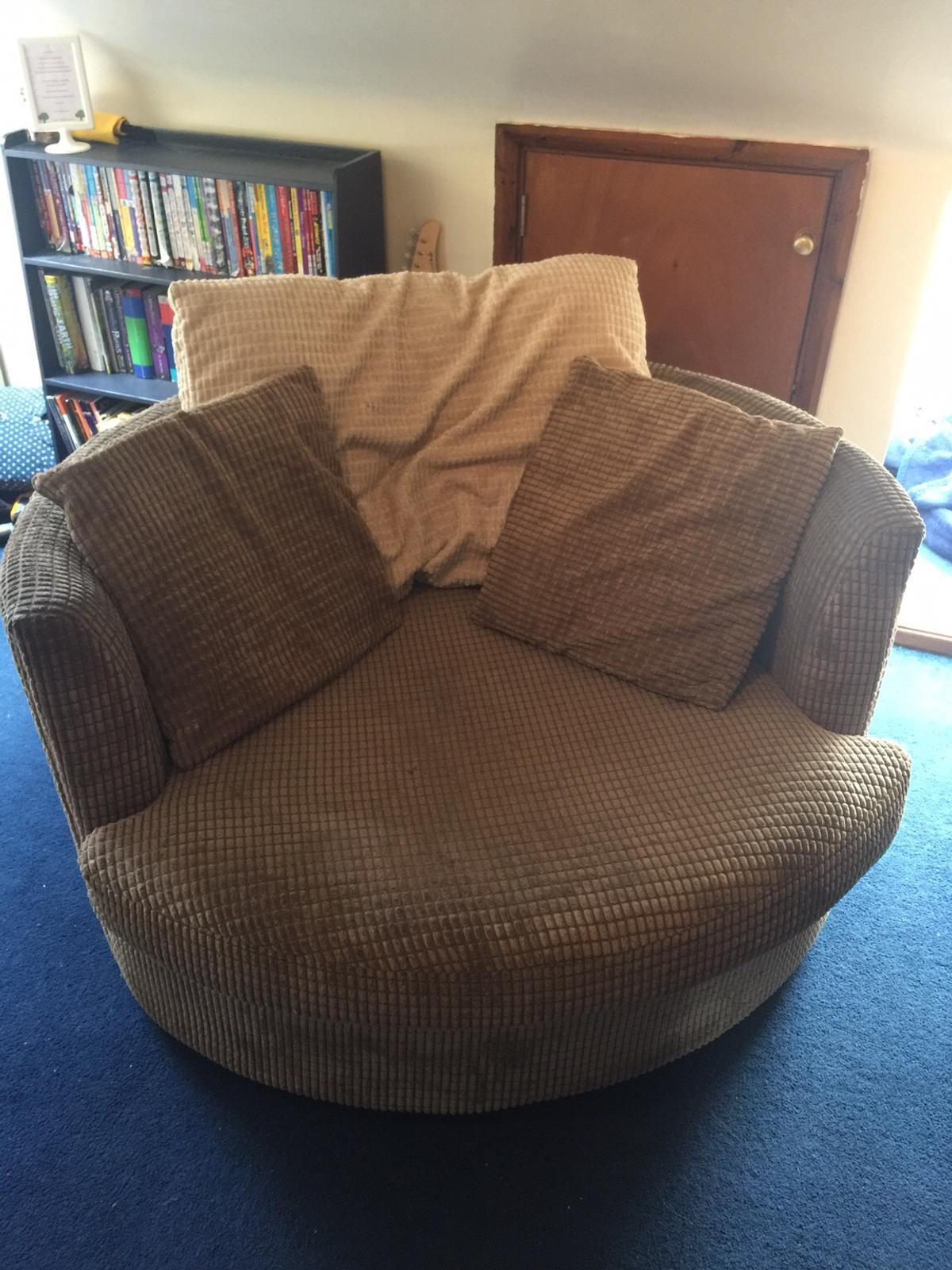Round Cuddle Armchair Sofa In London Borough Of Havering For