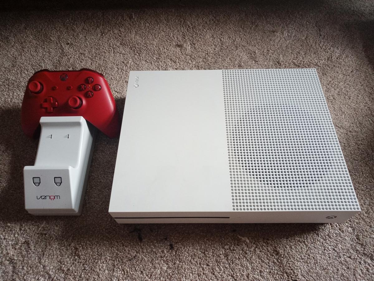 Xbox one S with Red Controller