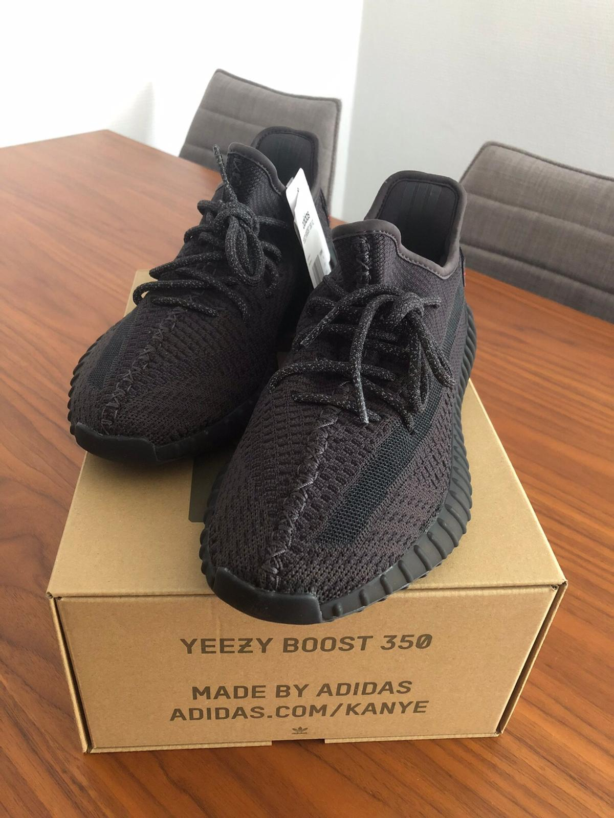 Yeezy Boost 350 V2 Static Black in 80935 München for €370.00