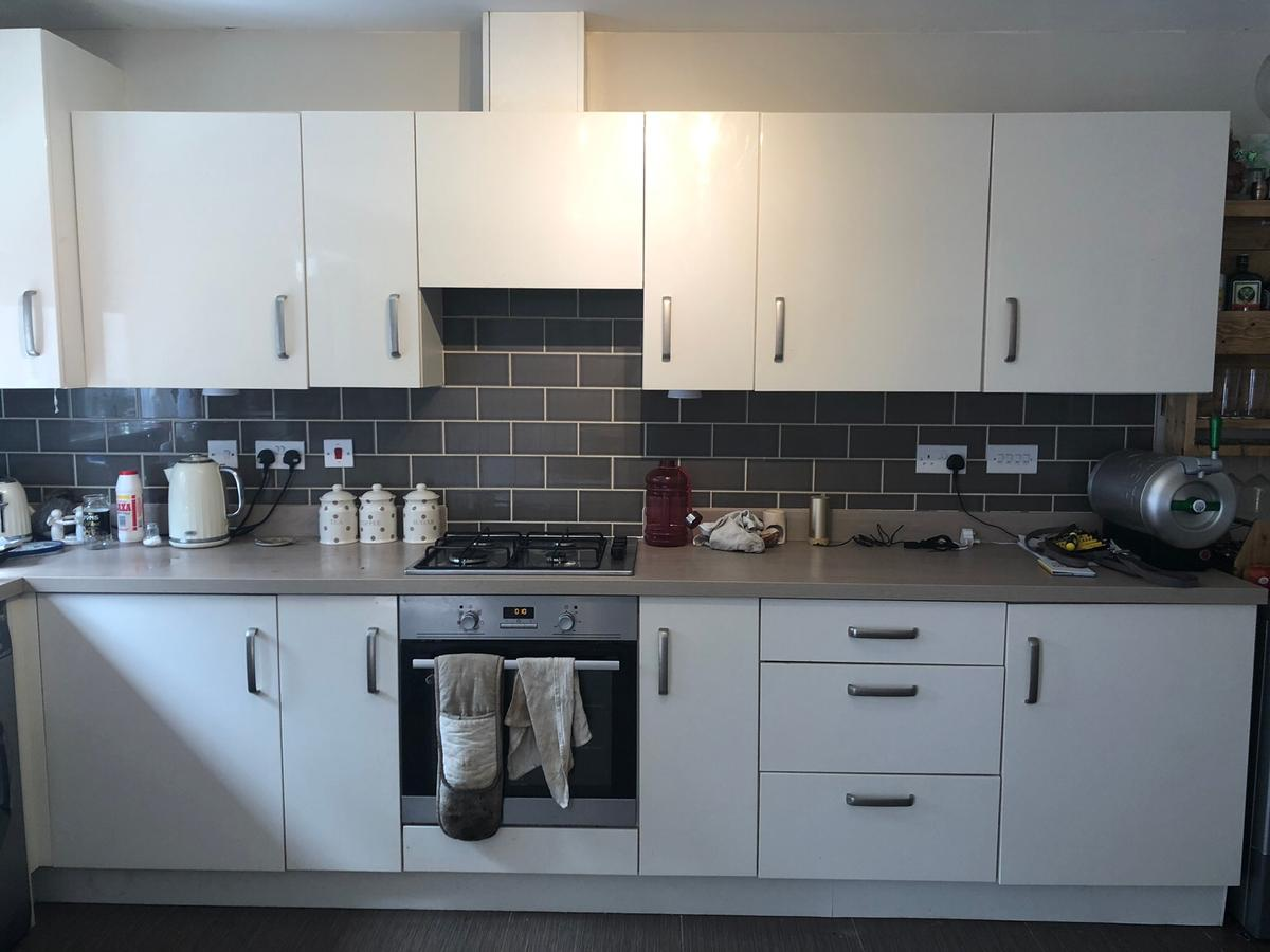 Symphony Kitchen Units Woodbury Ivory In B45 Hackett For 400 00 For Sale Shpock