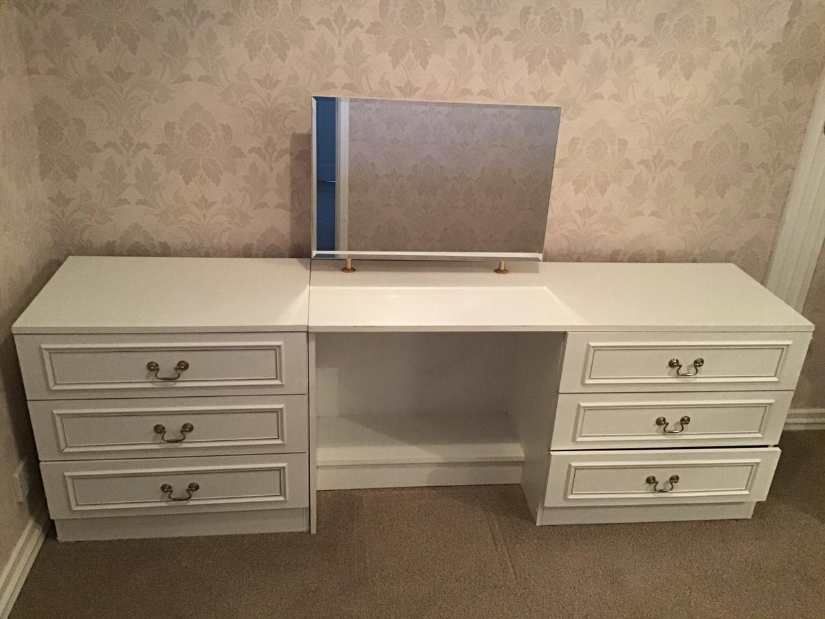 1 Chest Of Drawers Dressing Table