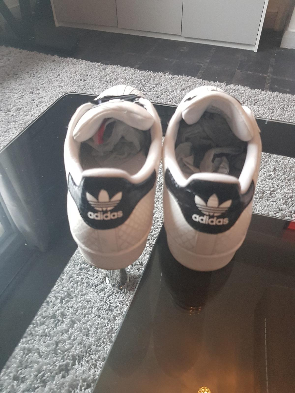 Adidas Superstar Black And White In W3 Ealing For 20 00 For Sale Shpock