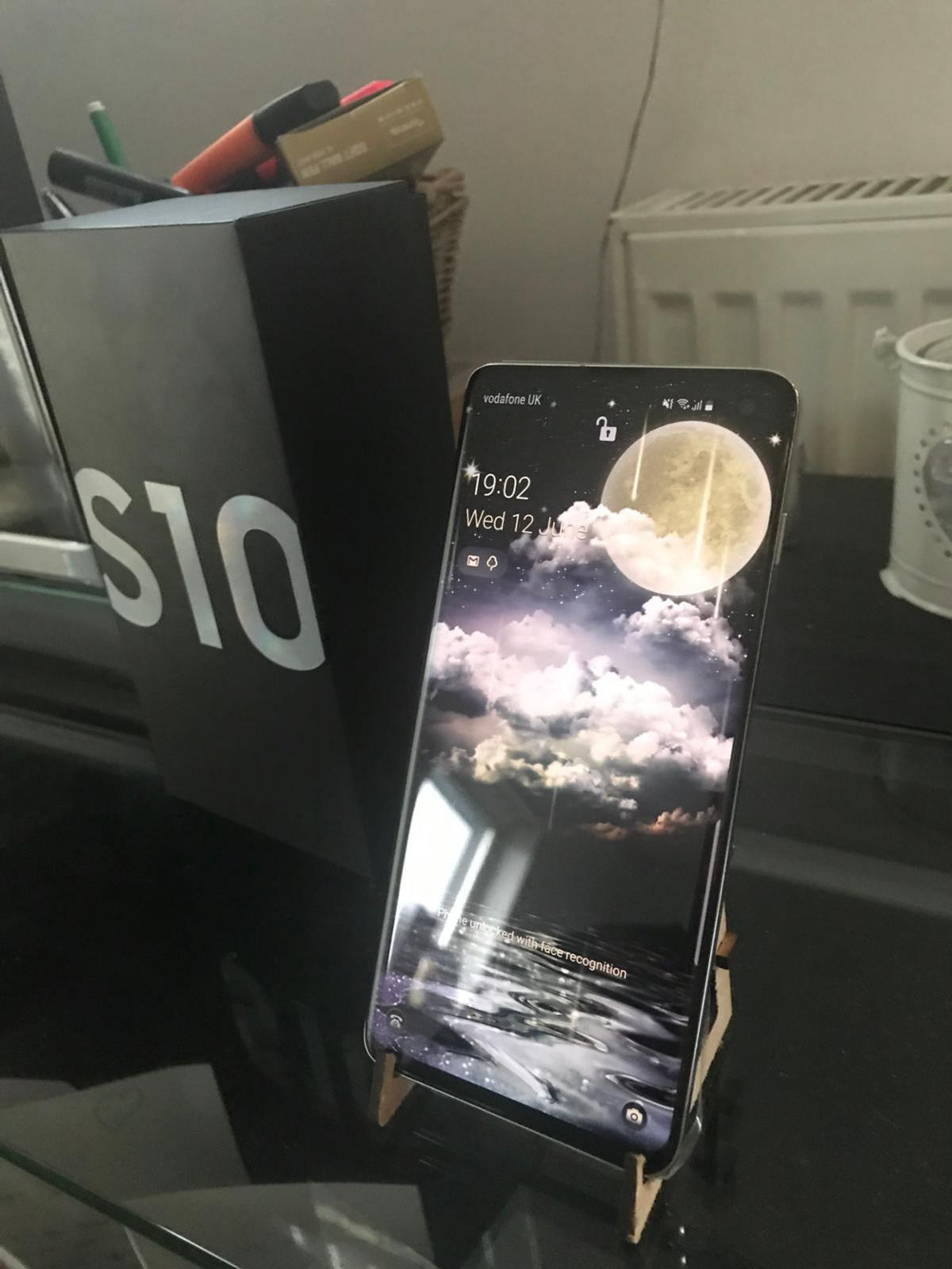 Samsung s10 2 weeks old offers!! in M11 Manchester for