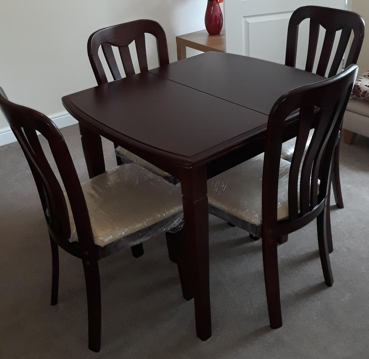 Extendable Dining Table And 9 Chairs in S95 Derbyshire für £ 9 ...