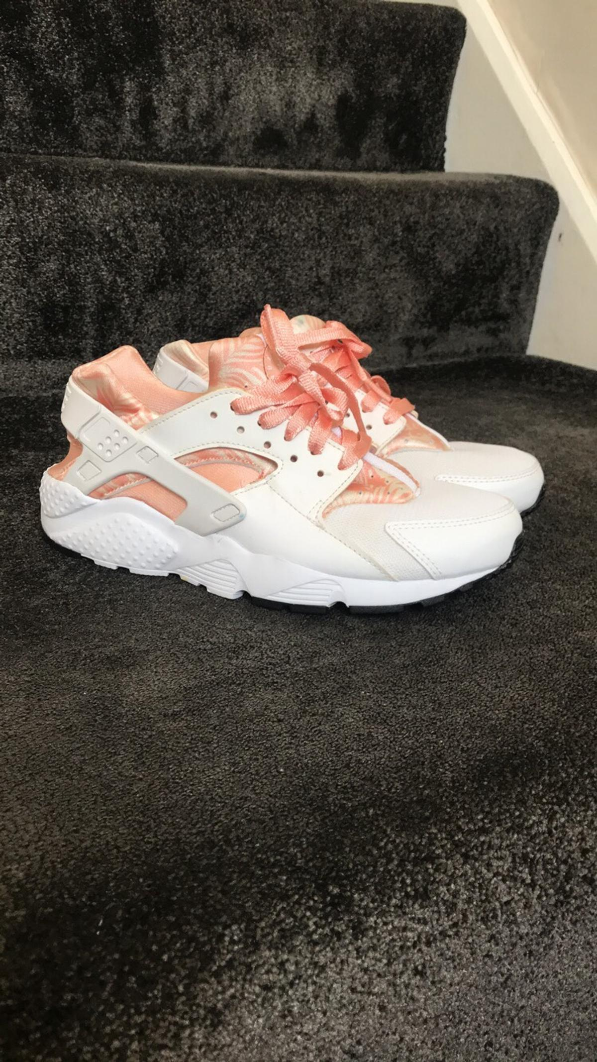 separation shoes 997d1 04cf8 White & Pink Nike Huaraches