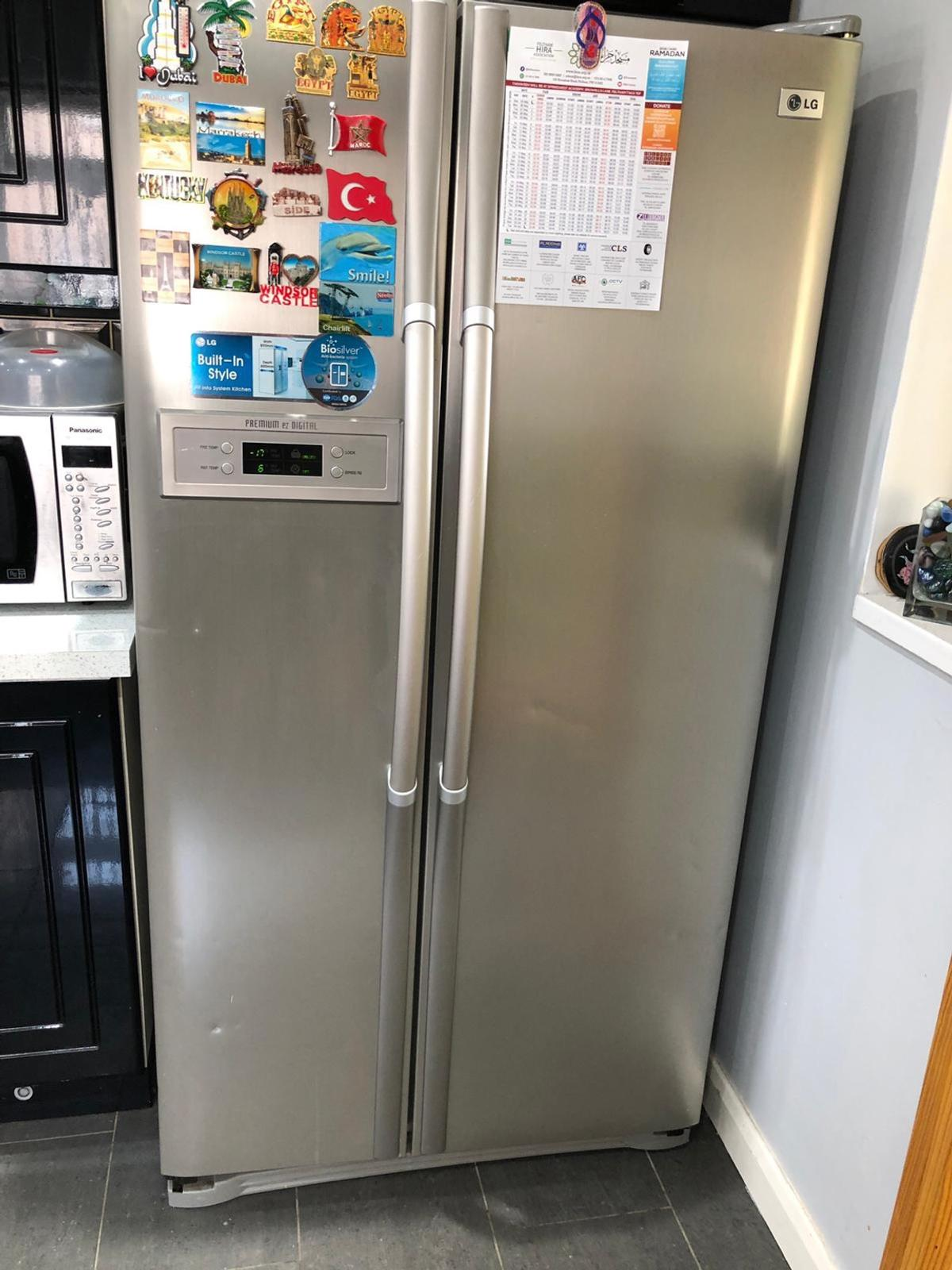 LG Silver Fridge Freezer in TW16 London for £245 00 for sale