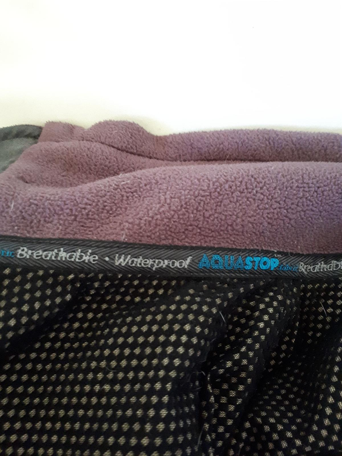 breathable/waterproof Aquastop fleece. size 18 with 2 pockets and zip fastener. Very warm and perfect when wet and windy. Really good for hiking and camping or just for winter. Quality waterproof jacket.