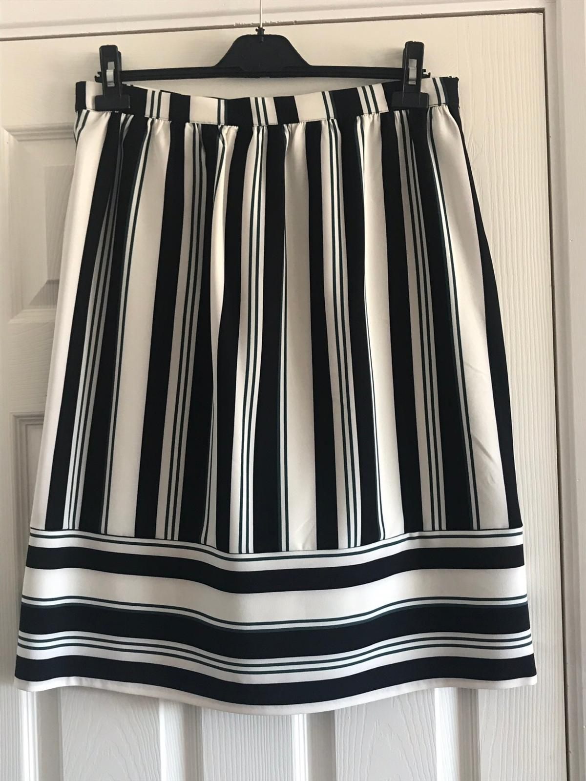 Black, dark green and white stripy skirt by Papaya. Brand new with tags, size 14. Side zip fastening. 25 1/2 inches (65cm) long.