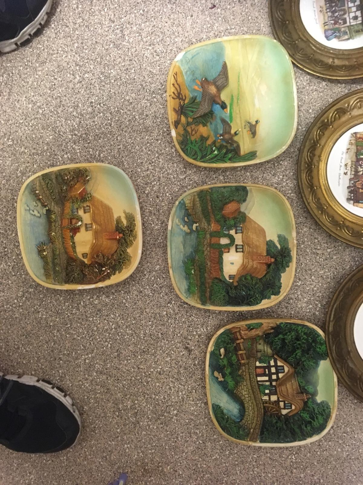 Ornament wall pictures & discs £18 the lot or £5 pound each