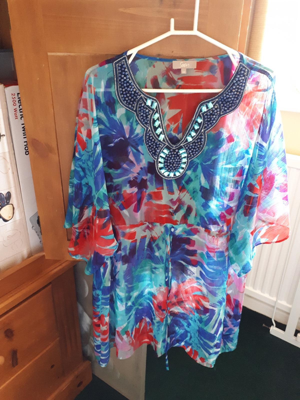 lovely cool floaty chiffon top with floaty 3/4 sleeves and decorative neck line