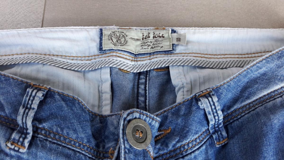 Size 10 2 pockets on front small pockets on back