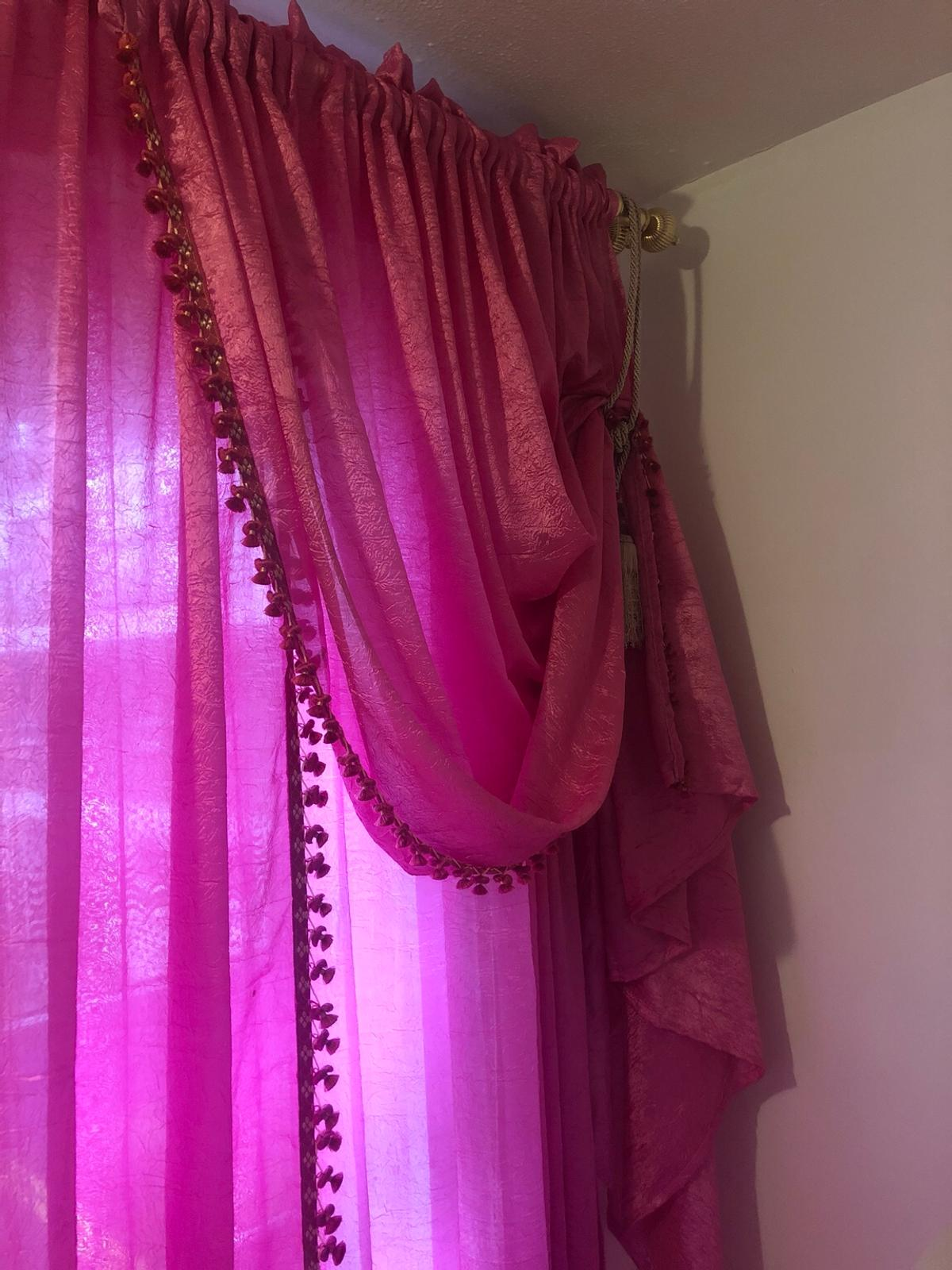 PINK 2 sets available for 2 windows £40 for both