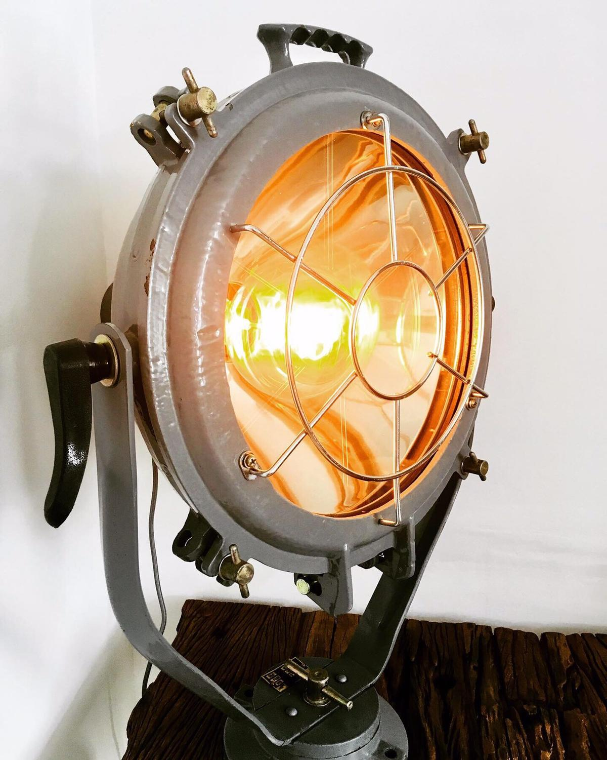 Stunning vintage marine spot light.. made of steel and accompanied with age related wear, it looks fantastic. Converted to ES, it looks the part with a vintage filament bulb. #vintage#filament#marinelighting#london#paris#milan#rusticdecor#steel#industrialdesign#bespoke#yacht