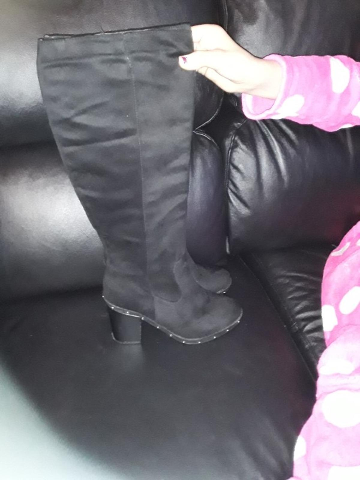 knee high boots size 5 new never worn selling as dont like them on.never worn only tryed them on.