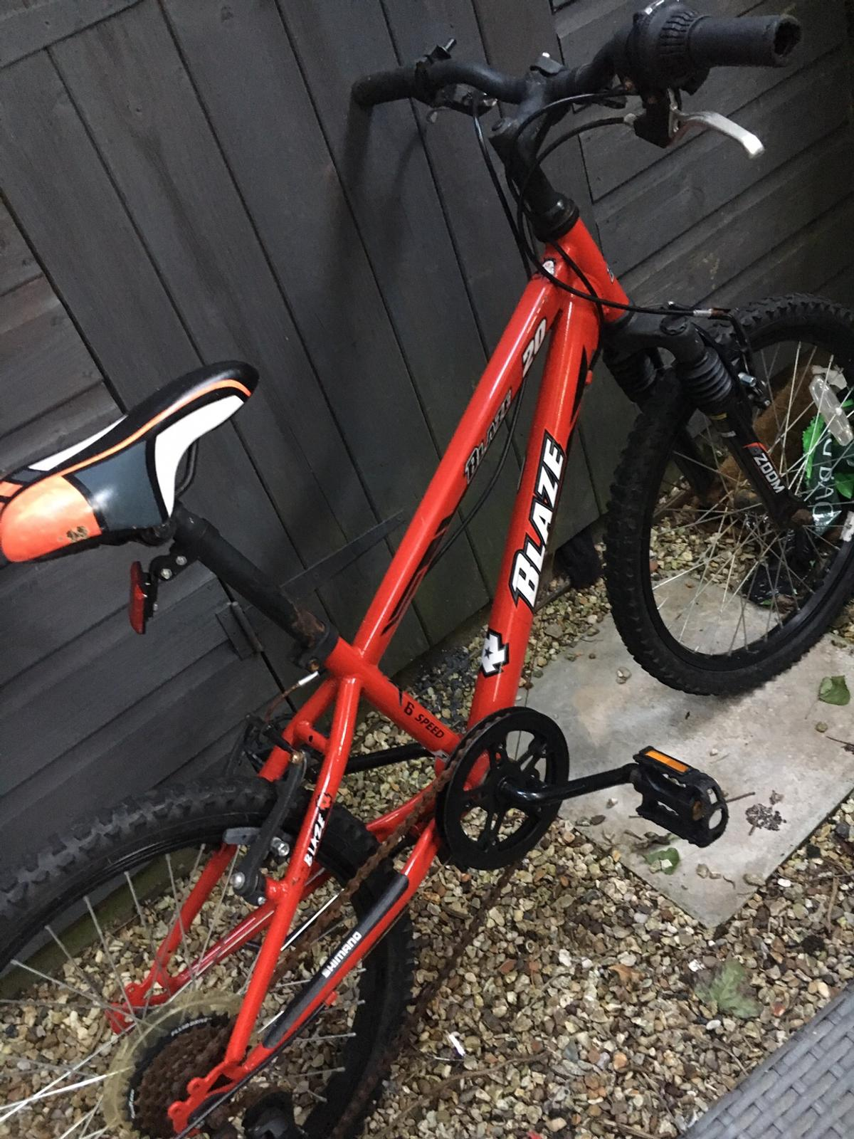 Kids bike have rust chain but working fine size great for 7 or 8 or 9 years old girls or boys