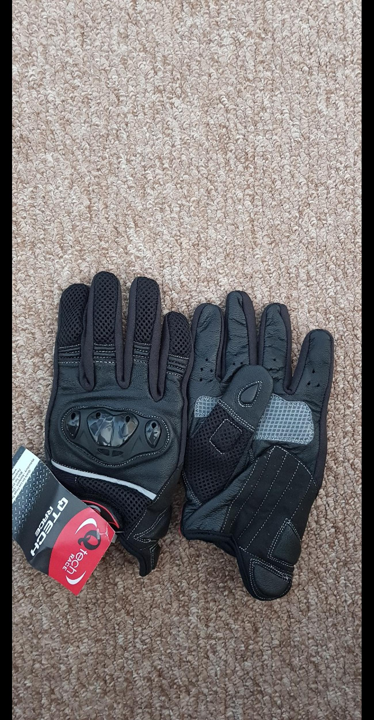 motorcycle gloves size medium Hard knuckle pads Brancd new, Never been worn, still have labels on. Only taken out of packet to take pictures.  Collection only from ludlow