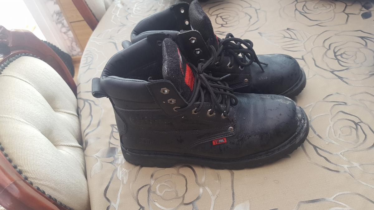 tk safety boot in very good condition wear it only one time as it's to small for me size 8 will swap for size 9 or 10