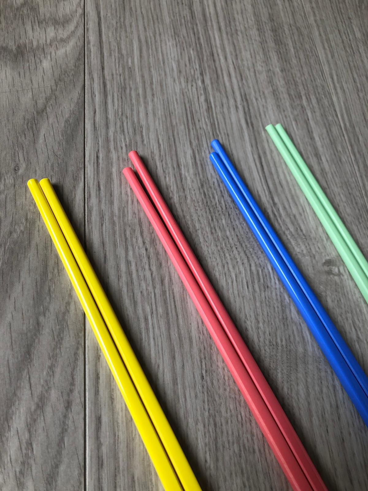 Plastic sets of chopsticks in 4 different colours