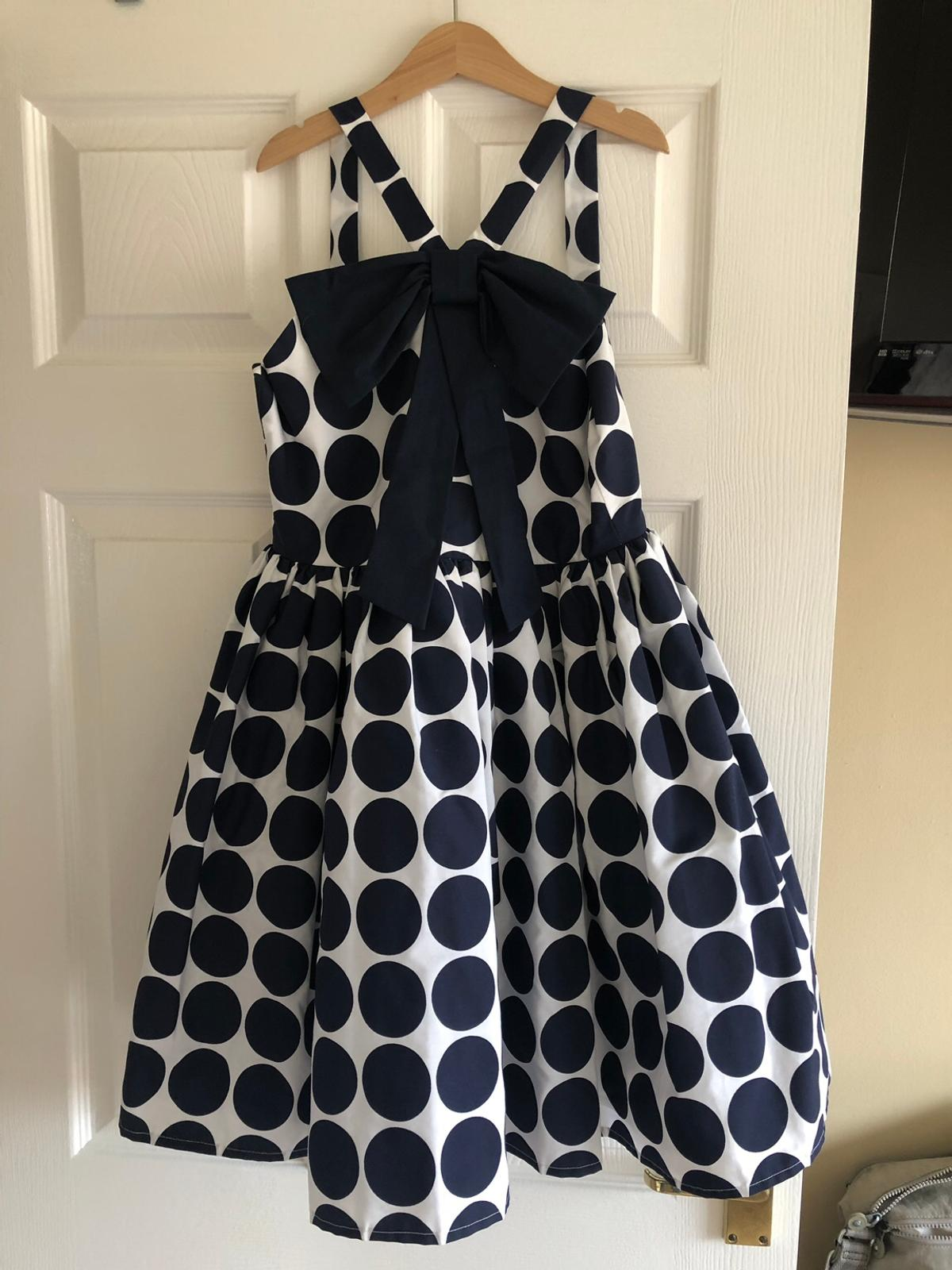 Beautiful girls dress, aged 11, worn once or twice, would make a lovely junior prom dress, lace trim on underskirt, fully lined