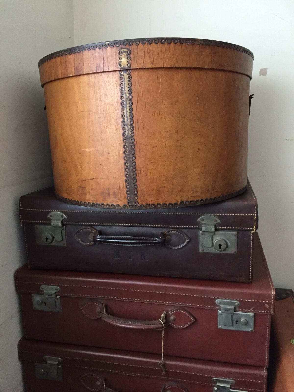 This is a great old hat box  Don't see many of these around  Had it in my collection and display  Curved wooden box with brass fretting  The old leather strap has broken but cant see when on display  Great for display or storage  Width: 18 inches Height: 11 inches