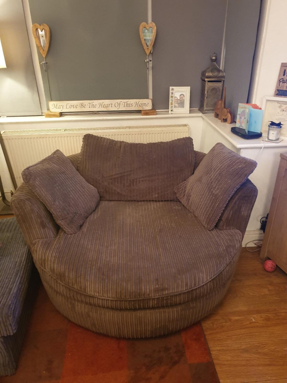 Cuddle Swivel Chair In Rochford For 70 00 For Sale Shpock