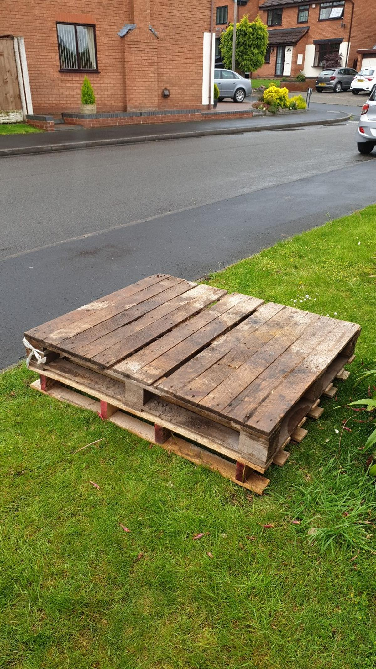 WOODEN PALLET - FREE in DY6 Dudley for free for sale - Shpock