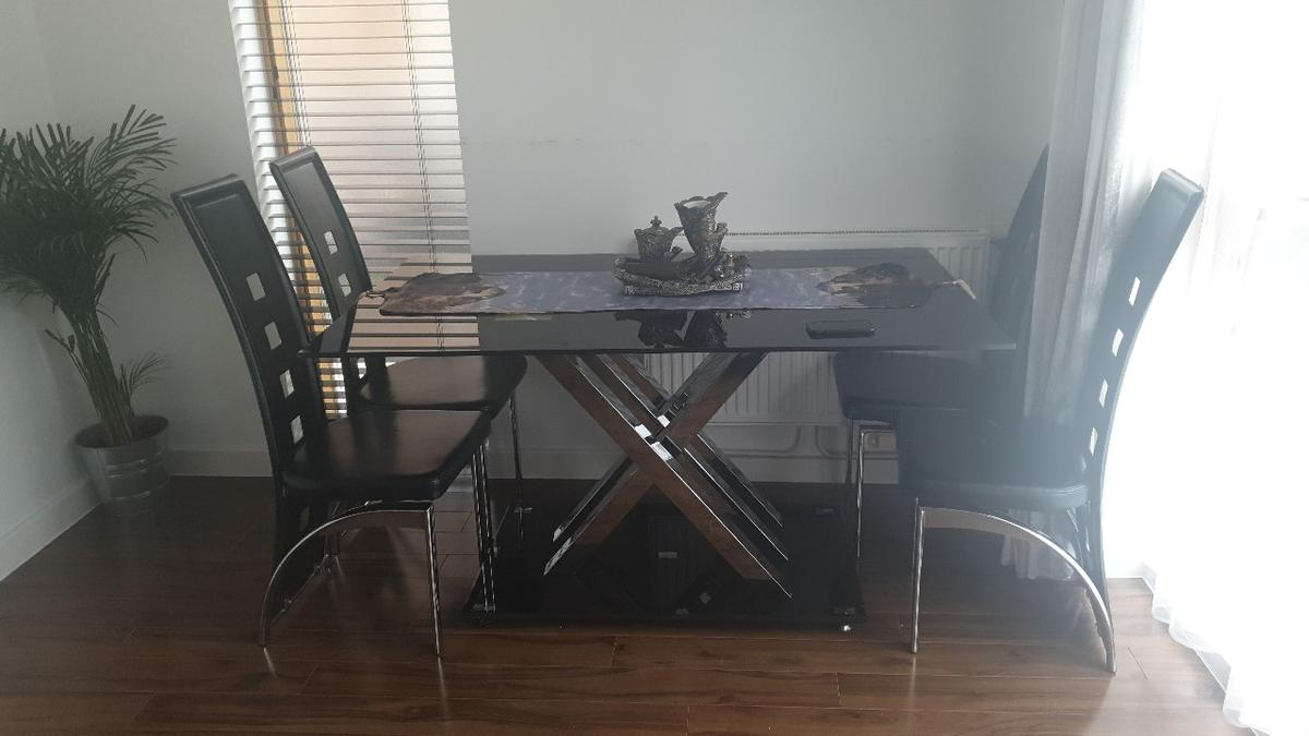 High Gloss tempered glass dining table! in UB5 Ealing für ...