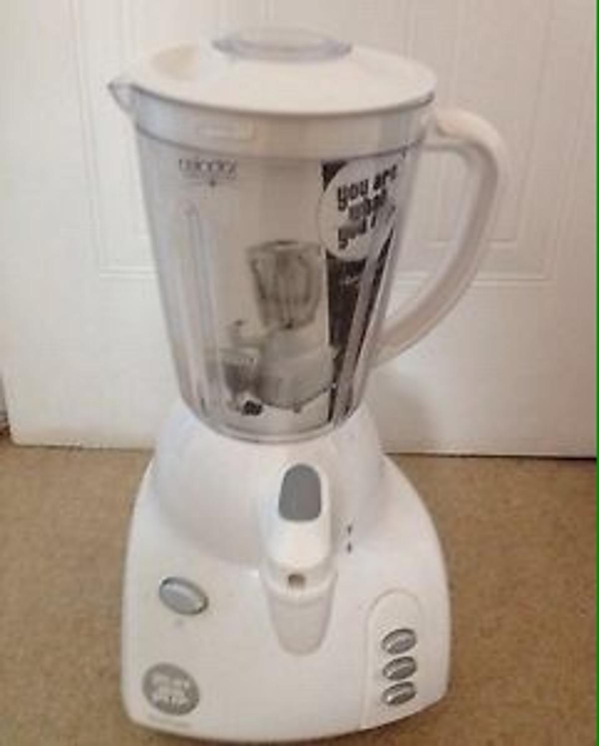 New smoothie maker and ice crusher ideal for making smoothie, cocktails or mocktails. Great in any Kitchen, No box, Now lower selling price NO OFFERS COLLECTION ONLY, N1