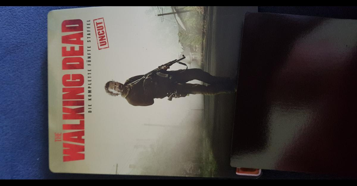 verkaufe hier The walking dead Staffel fünf bluray