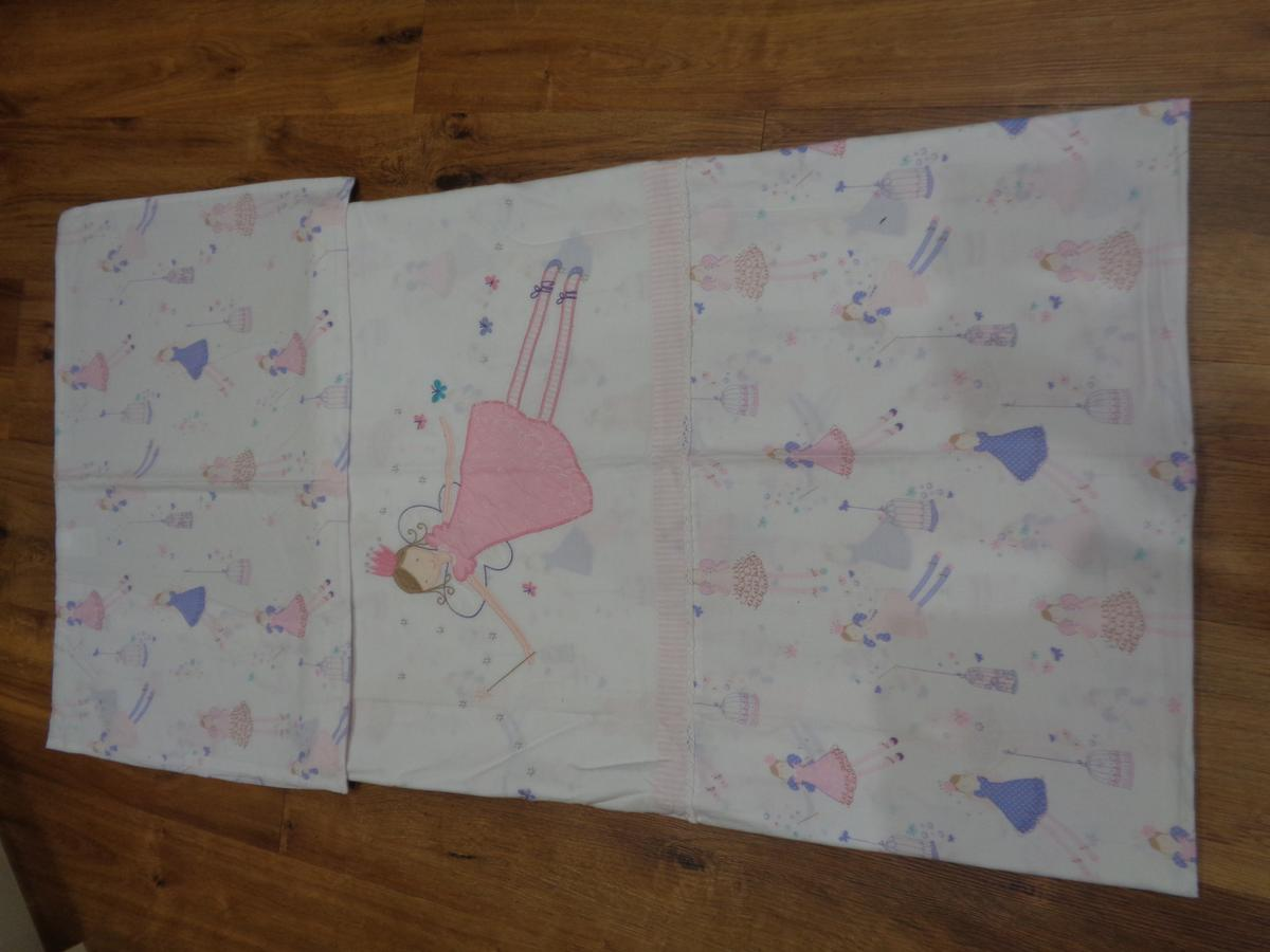 Really pretty, John Lewis cot/Toddler bed cover duvet set. Set is in good clean condition, from smoke and pet free house. Cash on collection only.