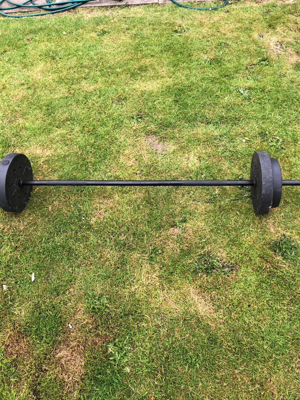 Weighing lifting bar with few weights £10 or offers in my way the weights are 2 x 5 kg and 2x2.5 kg