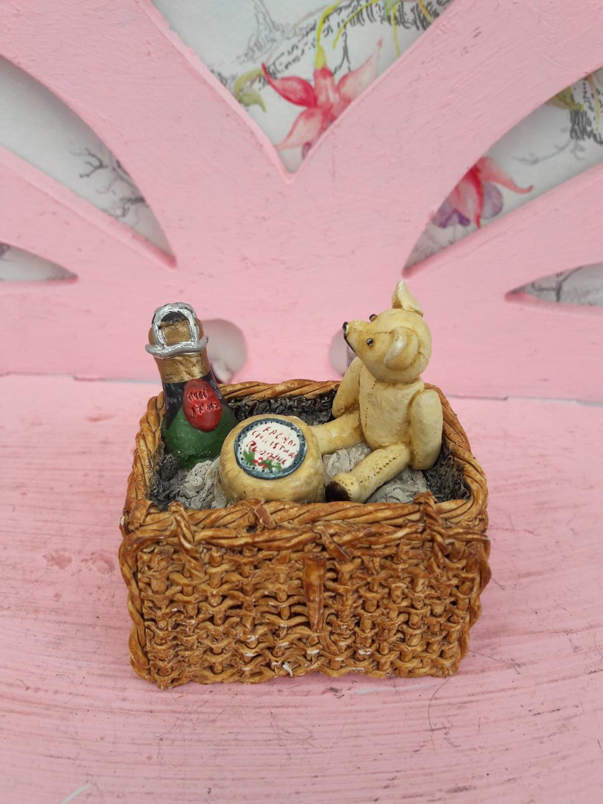 Cute little teddy bears picnic ornament.  Please check out my other items ☺