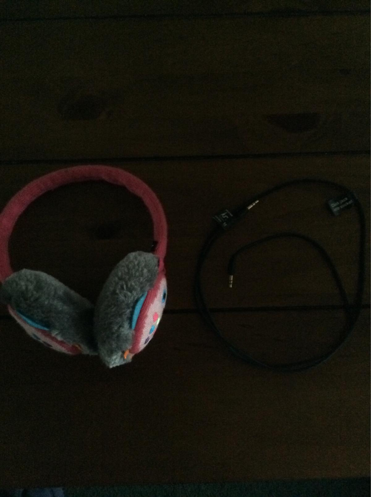 With removable cable, Good condition.