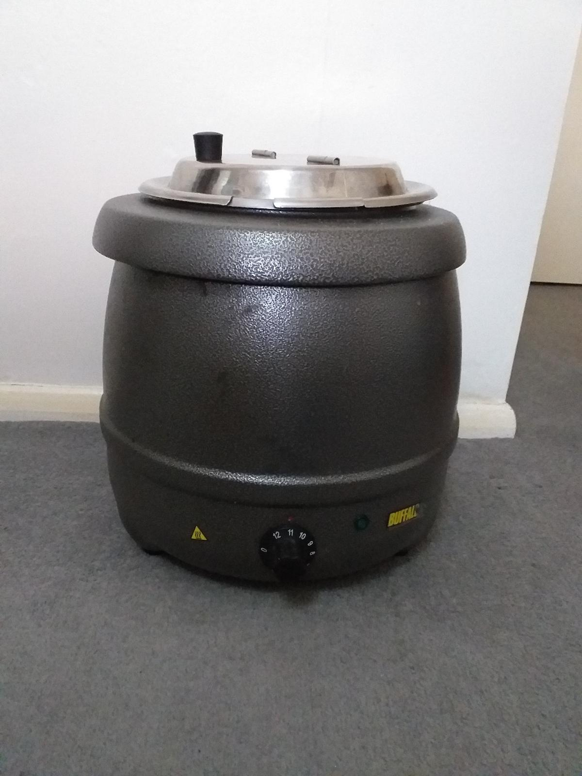 Nearly new, with instructions but no box. 10litre soup warmer, not to be used for cooking soup.  Great for family gatherings, small cafe or restaurant. removable inner container for easy cleaning.