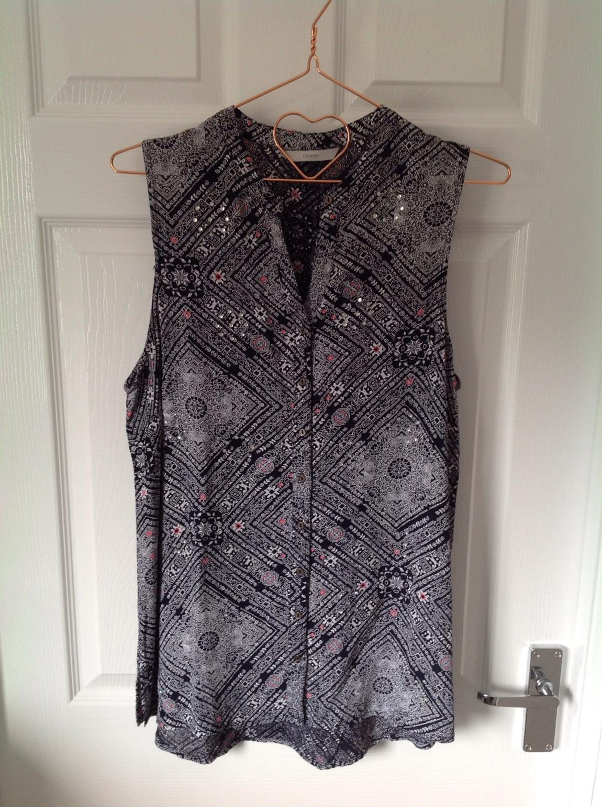 This is such a lovely Blouse .. with a touch of Diamanté to the Detail and a ❤️ lovely material.. In Immaculate Condition.