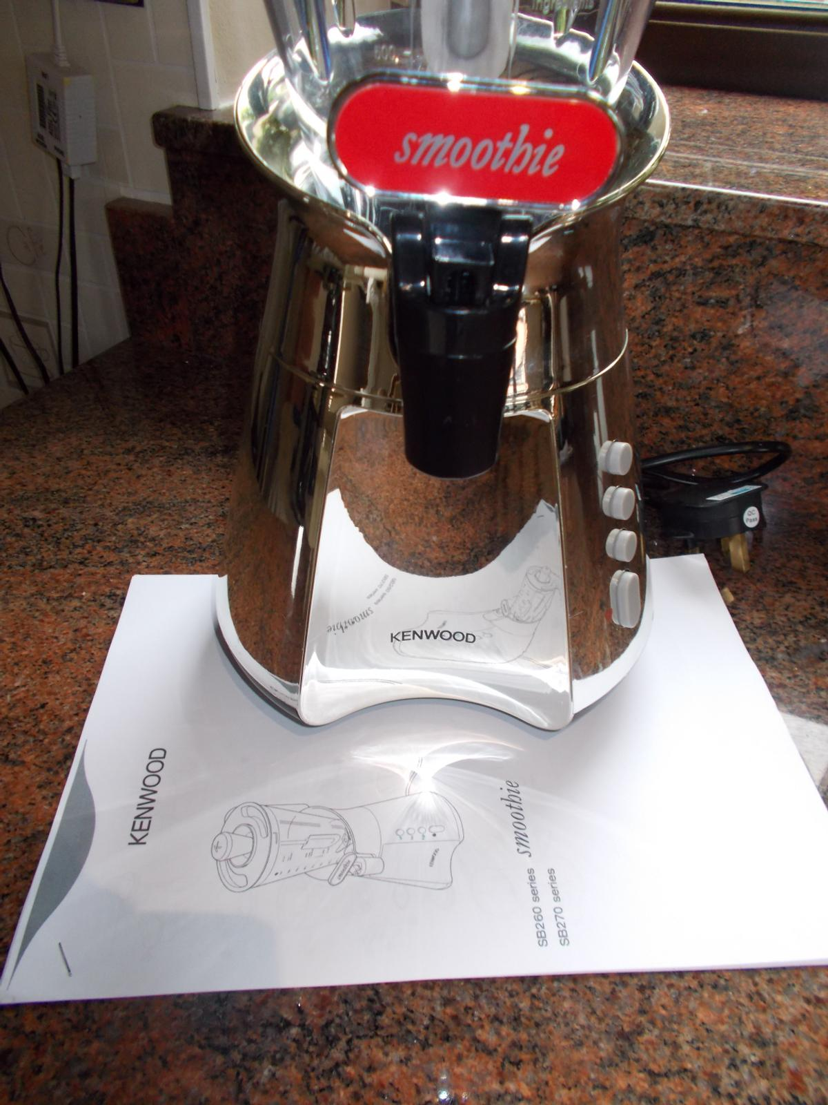 A NEW AND UNUSED ELECTRIC KENWOOD SMOOTHIE MAKER, C/W INSTRUCTION MANUAL BUT NO BOX