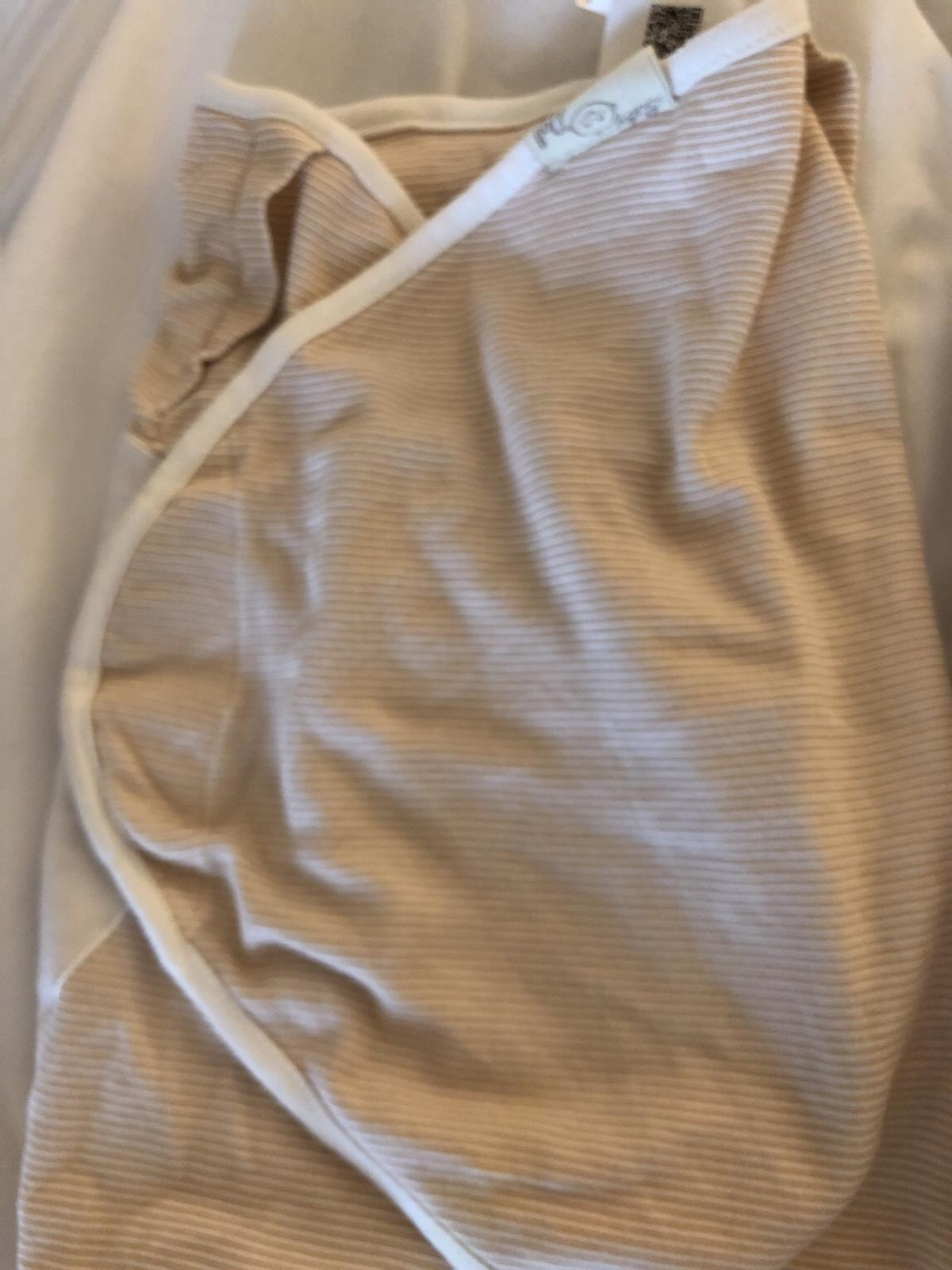 2x newborn swaddle blankets in very good condition. Thin and soft cotton material, perfect for newborns.  From a pet and smoke free home.