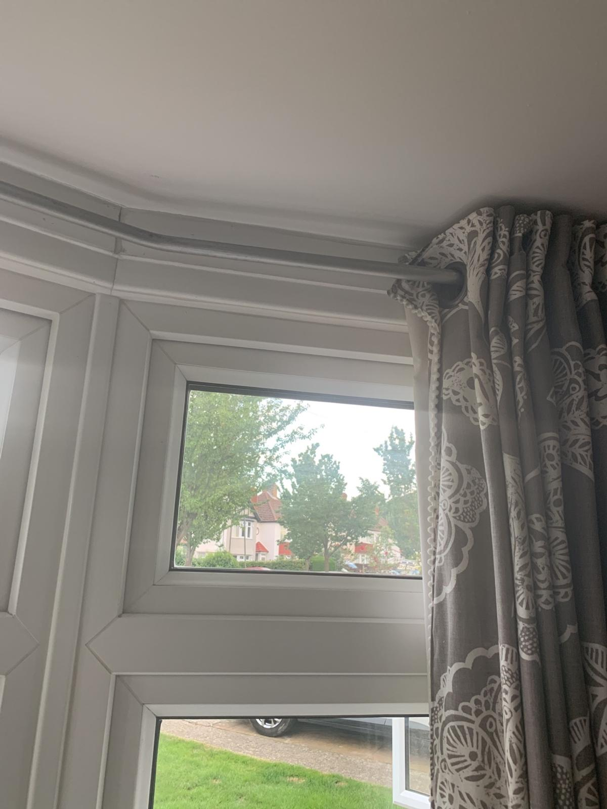 Bay Window Curtain Pole In Br4 Bromley For 20 00 For Sale Shpock