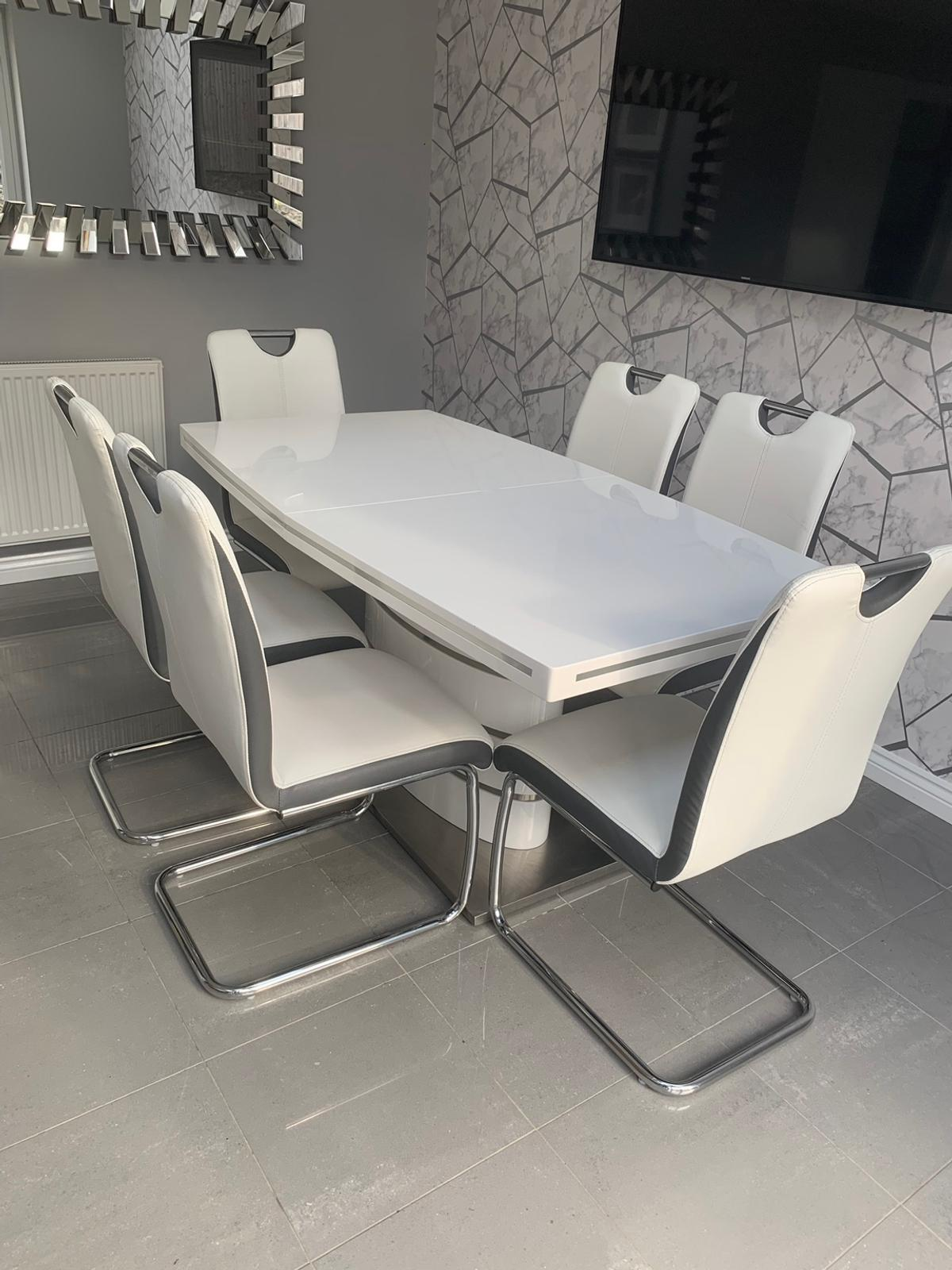 High Gloss Extending Dining Table 6 Chairs In S62 Rotherham Fur 250 00 Zum Verkauf Shpock At