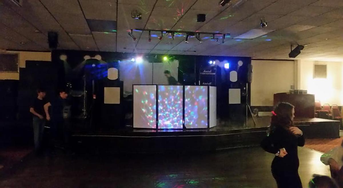 mobile dj soundzzgood music and lights hire