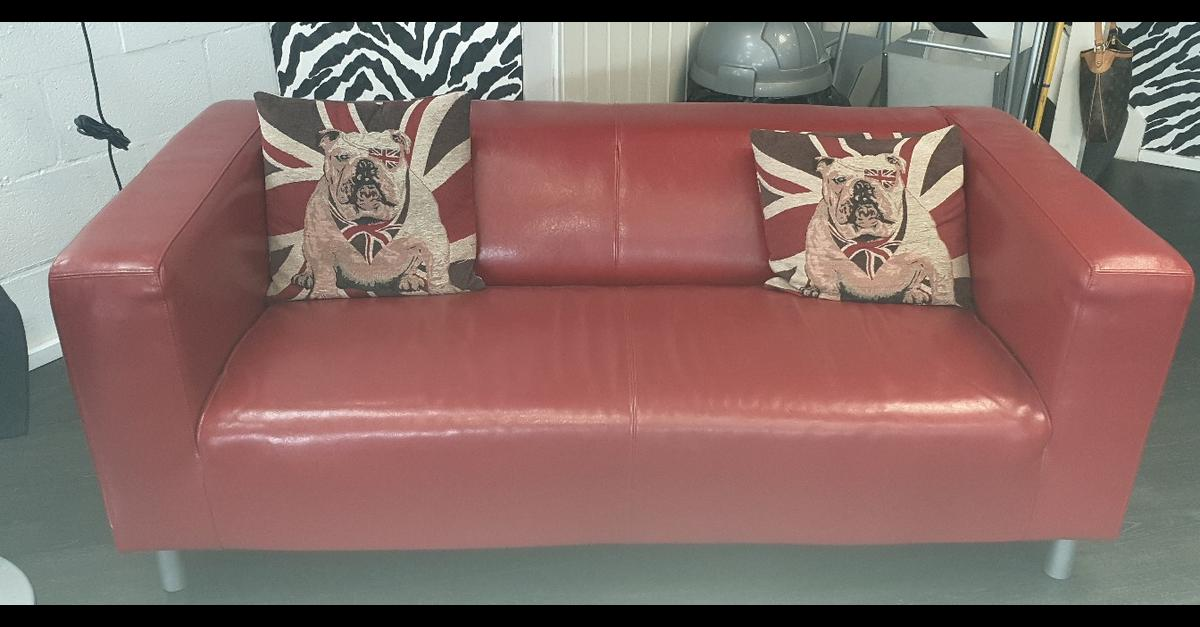 red sofa in B80 Redditch for £200.00 for sale | Shpock